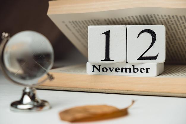 Décimo segundo dia do mês de outono calendário de novembro