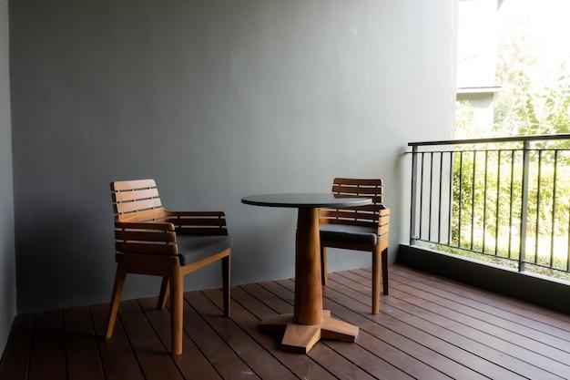 Deck e cadeira do pátio externo