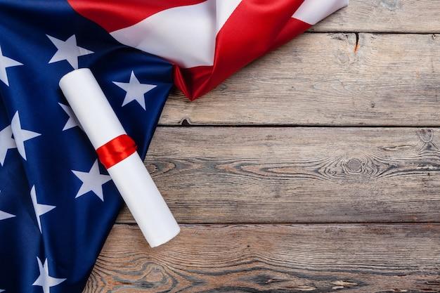 Declaração da independência dos estados unidos e bandeira nacional