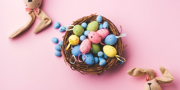 Decor ovos de páscoa e coelhos em rosa