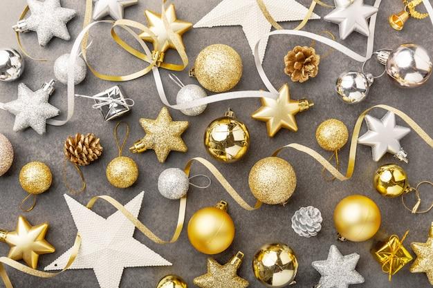Decoraã§ã £ o de natal de prata dourada em cinza