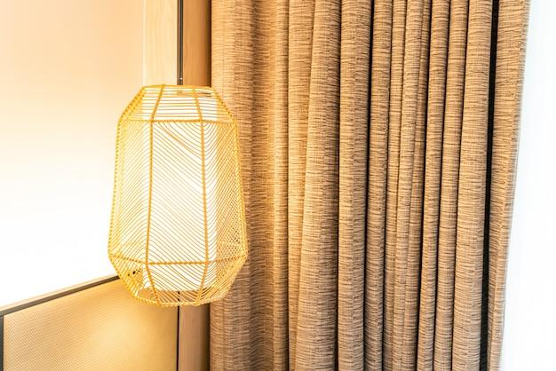 Decoração bonita lâmpada de suspensão em uma sala