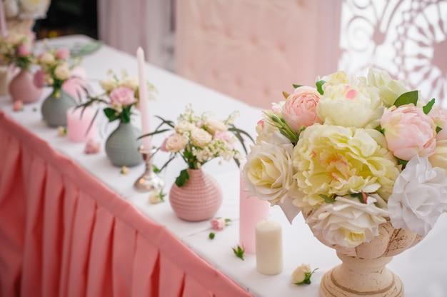 Decoração bonita para uma festa de casamento em restaurante
