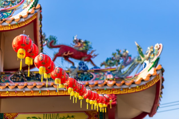 Decoração chinesa bonita da lanterna vermelha para o festival chinês do ano novo no santuário chinês, as bênçãos do alfabeto chinês escritas nele.
