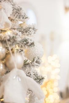 Decoração da árvore de natal. brinquedos da árvore de natal