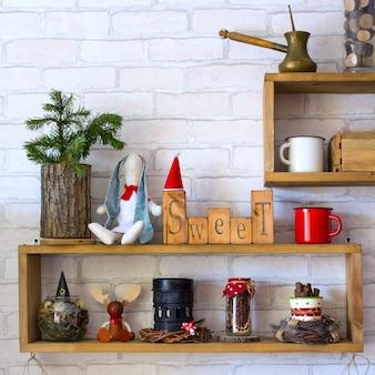 Decoração de ano novo de prateleiras de madeira