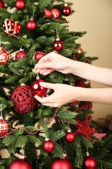 Decoração de árvore de natal em close-up