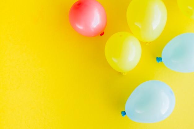 Decoração de balões brilhantes