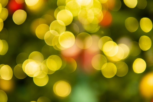 Decoração de bokeh de natal verde e amarelo para celebrar o festival saudação sazonal