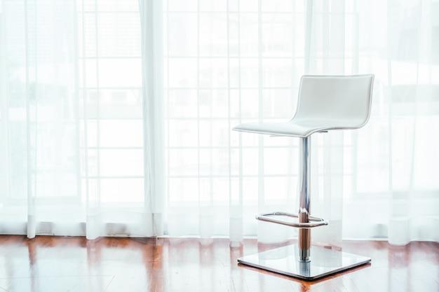 Decoração de cadeira moderna no interior da sala de visitas
