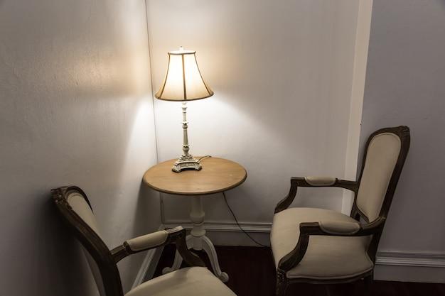 Decoração de cadeira vintage em casa