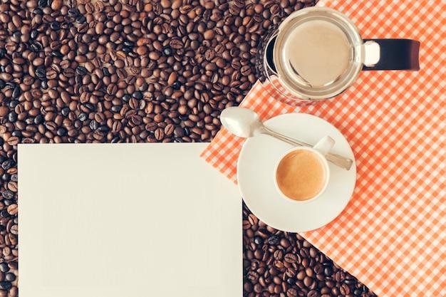 Decoração de café com página em branco
