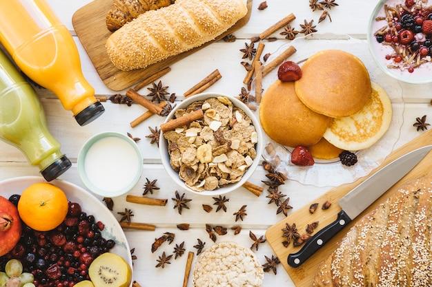 Decoração de café da manhã com cereais e leite