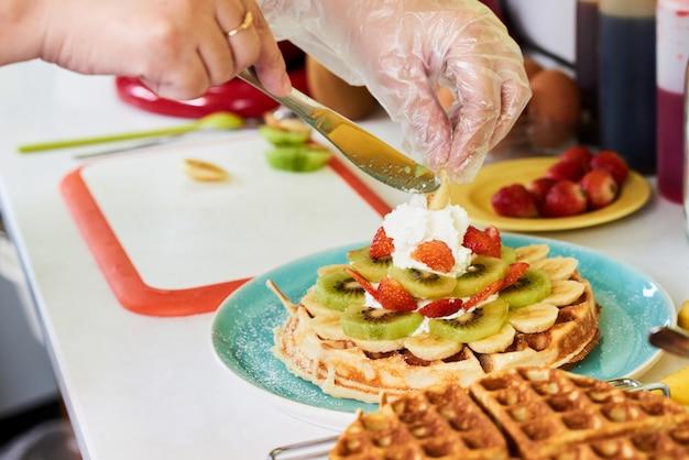 Decoração de café da manhã waffle