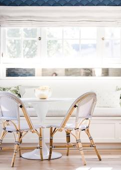 Decoração de casa dinette branca brilhante