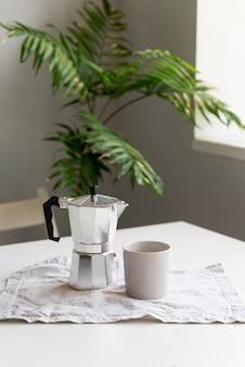 Decoração de casa moderna com arranjo de café