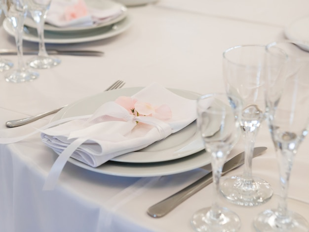 Decoração de casamento no salão de banquetes.