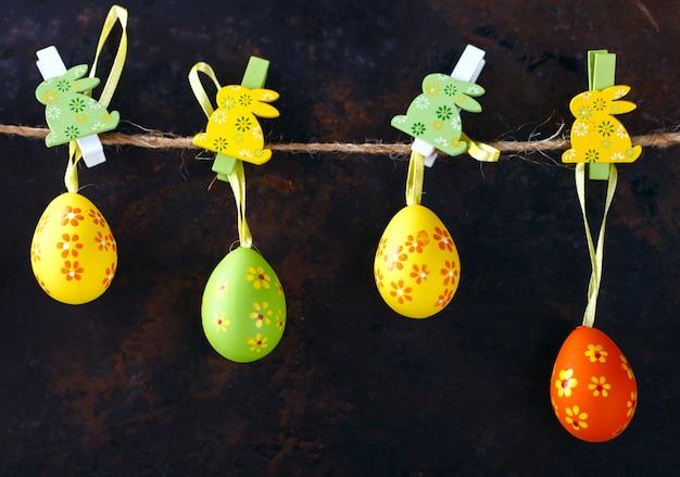 Decoração de coelhos de páscoa. feliz páscoa.