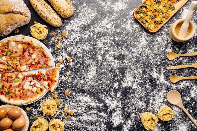 Decoração de comida italiana com farinha e espaço no meio