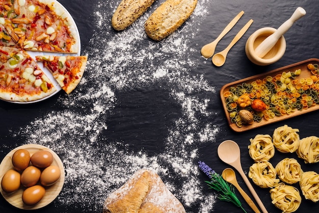Decoração de comida italiana com farinha no meio