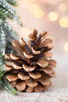 Decoração de estrelas de natal com chapéu de papai noel