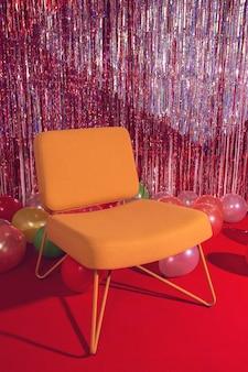 Decoração de festa com cadeira e balões