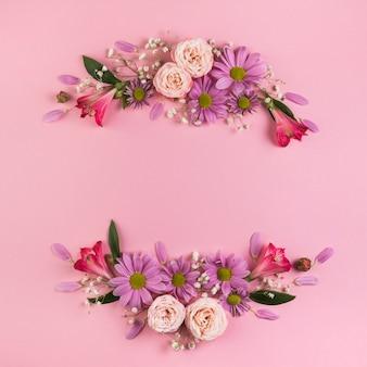 Decoração de flores coloridas em fundo rosa para pano de fundo festivo