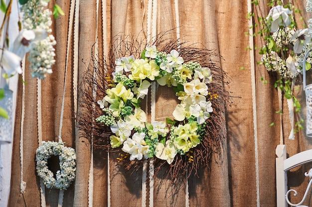 Decoração de flores na cerimônia de casamento em restaurante