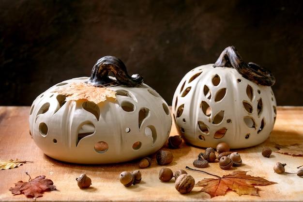 Decoração de halloween, abóboras de cerâmica feitas à mão Foto Premium
