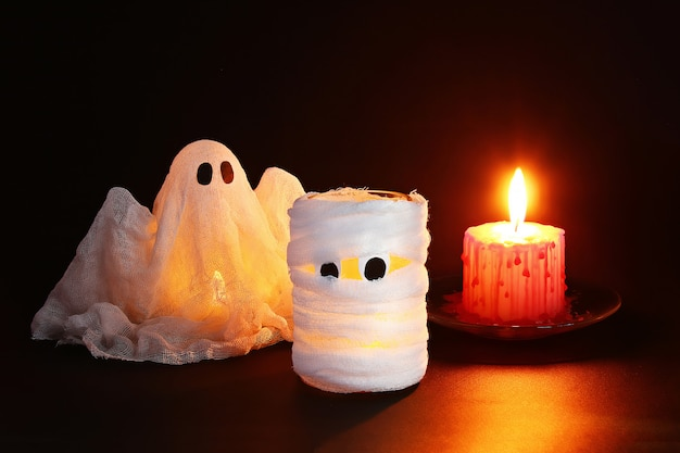 Decoração de halloween. artesanato de uma jarra. dia das bruxas.