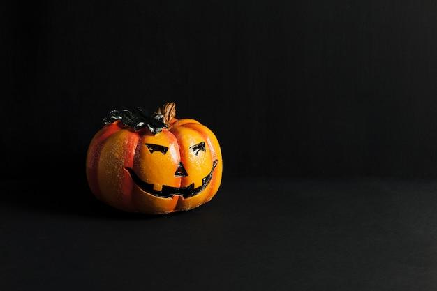 Decoração de halloween com abóbora assustadora