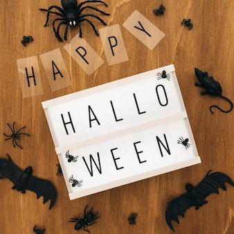 Decoração de halloween com sinal e morcegos