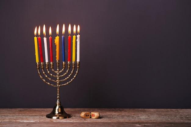 Decoração de hanukkah com velas