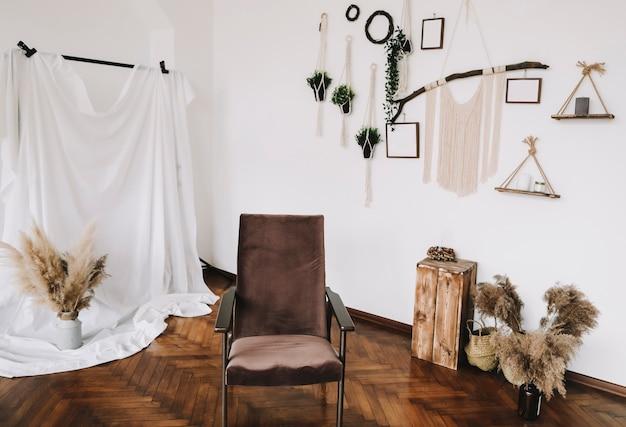 Decoração de interiores com simulações de pôsteres na parede