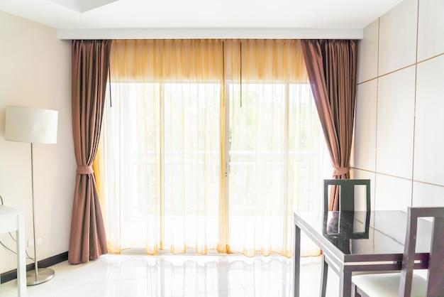 Decoração de interiores de cortina na sala de estar