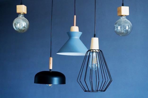 Decoração de interiores de habitações elegantes. lâmpada incandescente de estilo loft. design moderno para casa