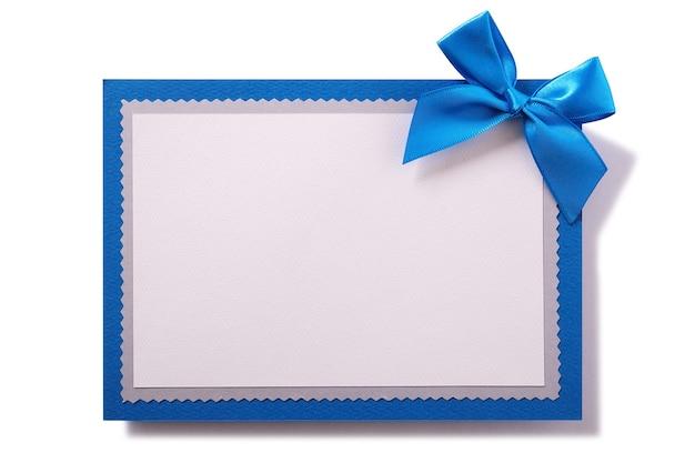 Decoração de laço azul de cartão de cumprimentos isolado branco