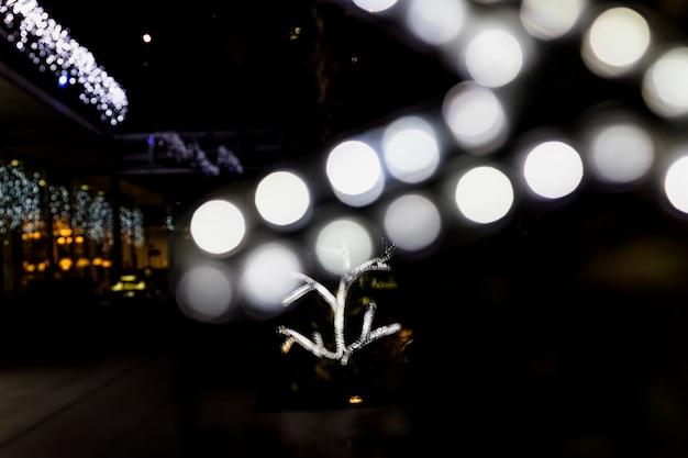 Decoração de luz brilhante bokeh no exterior