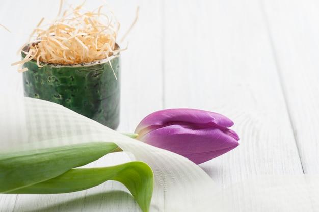 Decoração de mesa primavera com tulipa