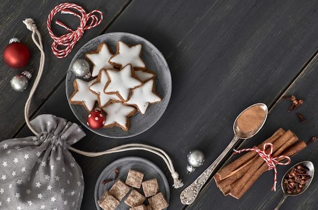 Decoração de natal, biscoitos, bolas