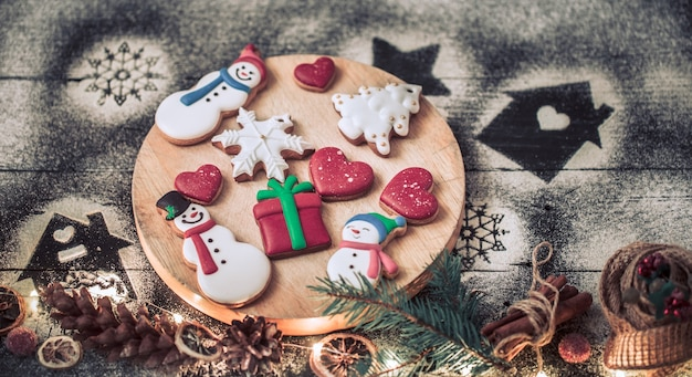Decoração de natal com biscoitos festivos