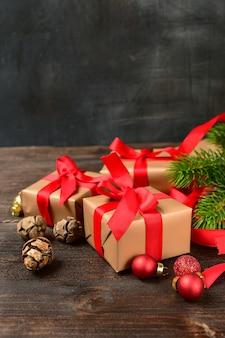 Decoração de natal com caixas de presente festivo