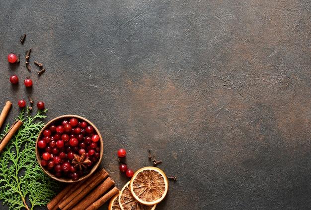 Decoração de natal com ingredientes de ponche