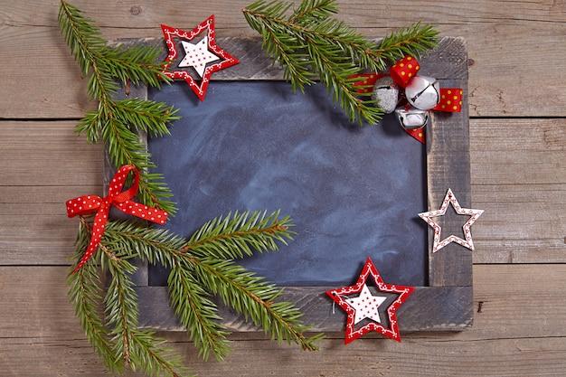 Decoração de natal com quadro rústico e estrelas
