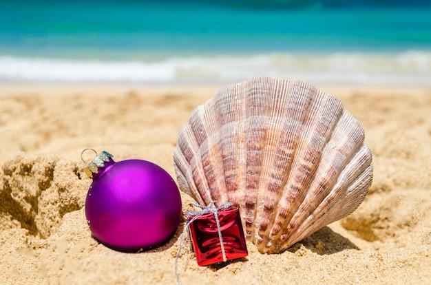 Decoração de natal e ano novo de praia tropical