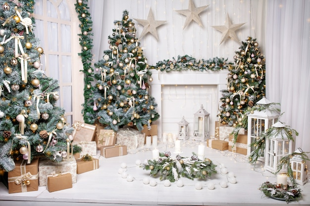 Decoração de natal. enfeites de árvore de natal e casas de férias.