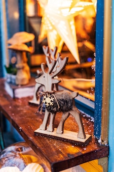 Decoração de natal: figuras de madeira de alce