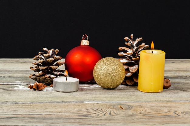Decoração de natal na mesa de madeira