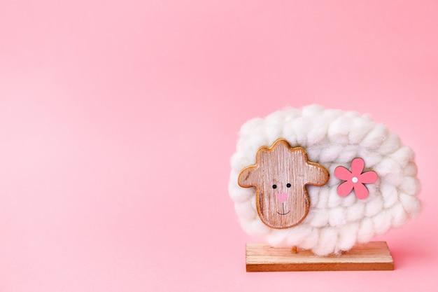 Decoração de ovelhas de páscoa em fundo rosa