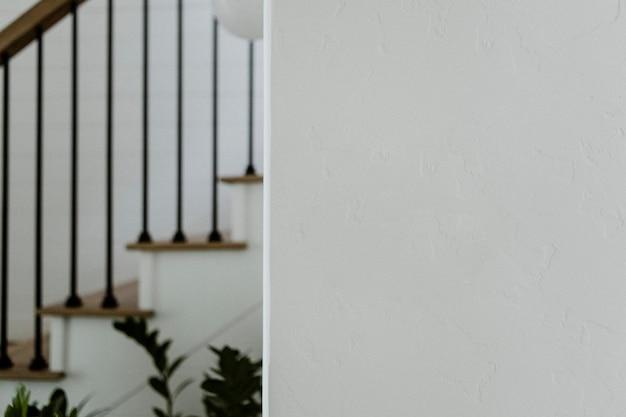 Decoração de plantas na escada